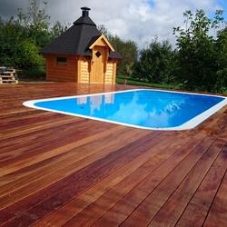 Terrasse und Poolumrandung